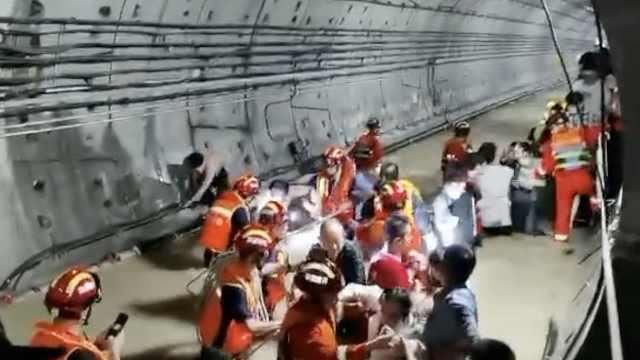 郑州地铁5号线亲历者:水淹到脖子,得救后大家让妇孺先走