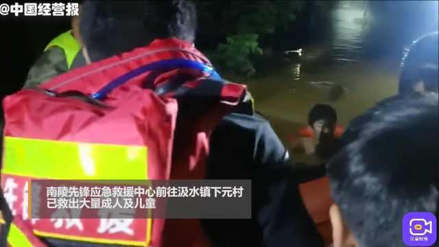 新乡暴雨内涝!断水断电群众被困,多支救援力量连夜赶赴援救
