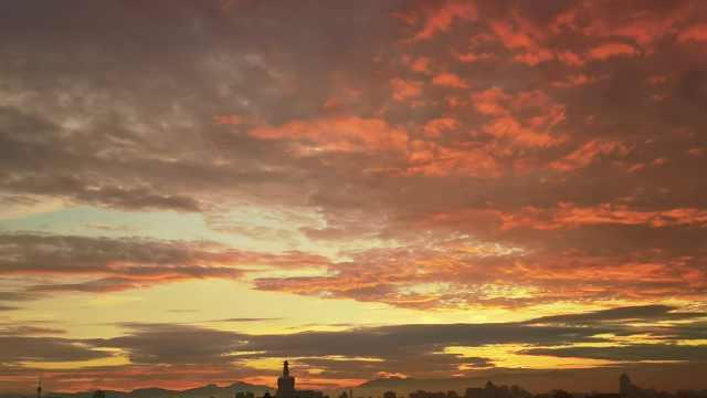 雨后的北京城区现绝美绚丽火烧云!天空一秒变巨幅油画