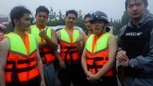 5名00后组最小救援队:瞒着父母回郑州,自掏腰包送物资
