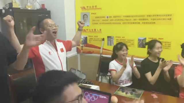 廖秋云东京奥运举重摘银,教练振臂高呼:已备好火锅等他们凯旋