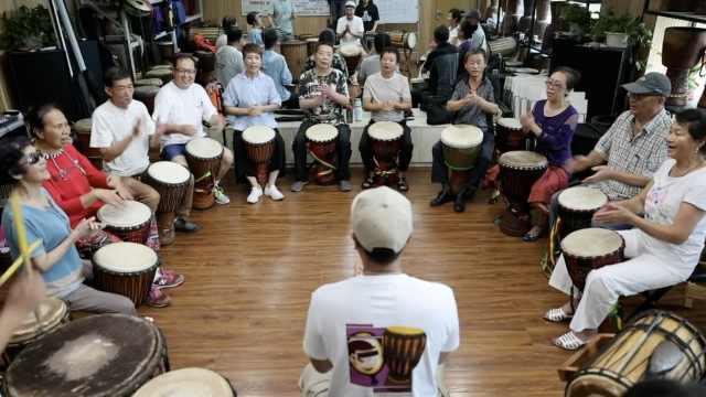 14名视障人士组非洲鼓乐团,最大成员71岁:用音乐搭建沟通桥梁