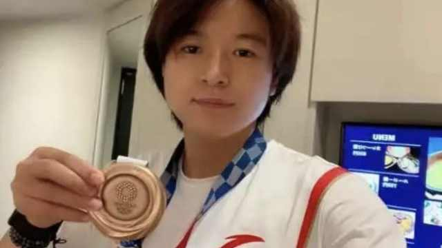 王丽丽家中奖牌奖状摆满桌,母亲:小时候男孩打篮球都叫她