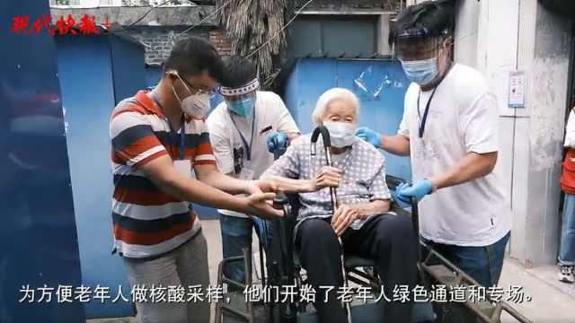 """专门接送老人做核酸检测采样,扬州这支""""轮椅小分队""""呱呱叫"""