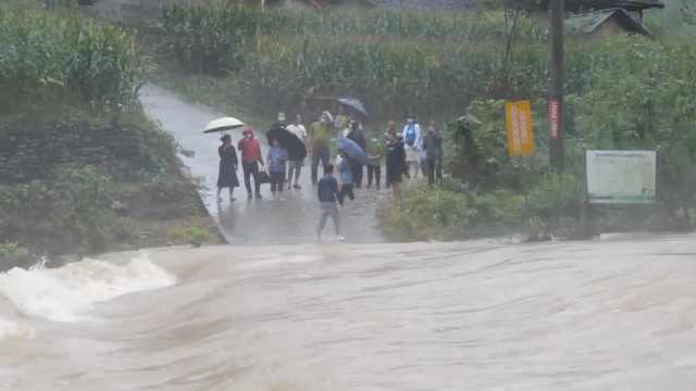 13名驴友深山游玩遇暴雨被困,湖北南漳30多人联手营救