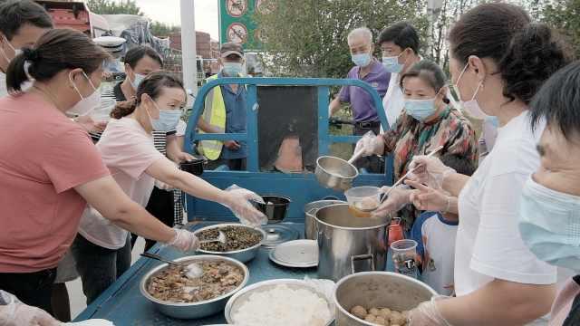扬州村民为70多名因疫情滞留司机送一日三餐,一直持续半个月