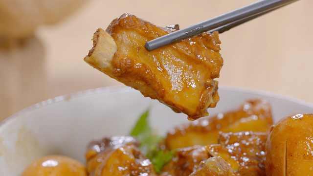 最简单的红烧排骨家常做法,还附带一碗美味卤蛋!
