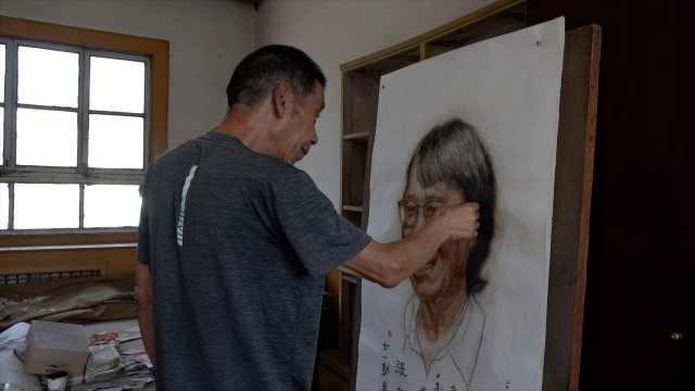7旬老教师用粉笔画张桂梅:作画54年,曾收到13国回信