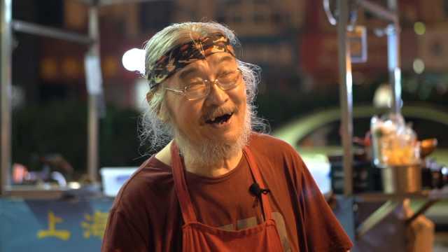 """中国版""""宫崎骏""""爷爷摆夜摊:顾客开豪车吃,想去莫桑比克养老"""