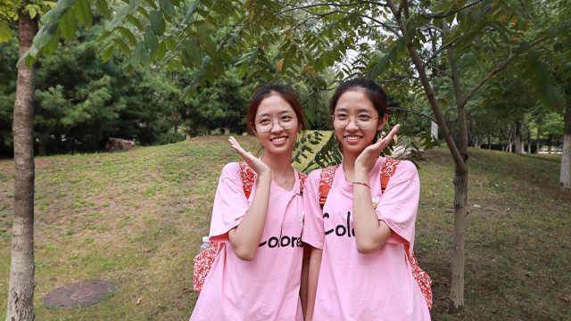 双胞胎姐妹考上同一大学专业,开学前竟分别买到同款同色背包