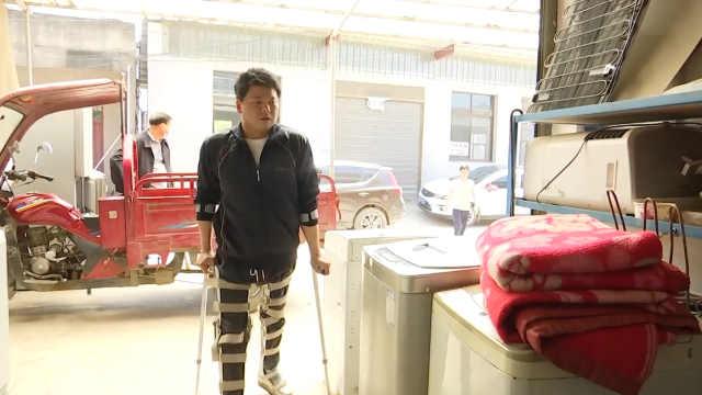 励志小伙腿绑钢架修电器重燃生活希望,带徒弟传手艺还做公益