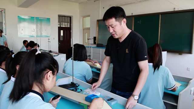 宝藏老师|物理老师用实验提升学生兴趣:讲课不能仅靠粉笔