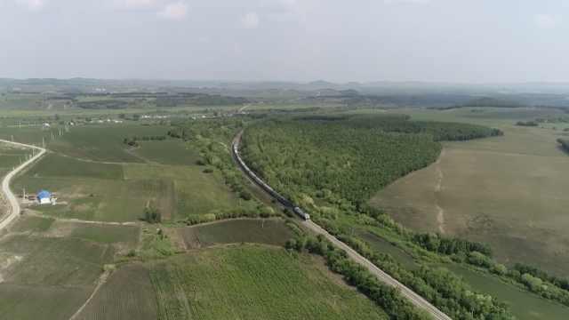 全国首趟开始供暖的旅客列车:比往年提前近10天,最低票价2元