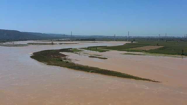 连夜抢险!陕西省各级水利部门有序应对渭河2021年第1号洪水