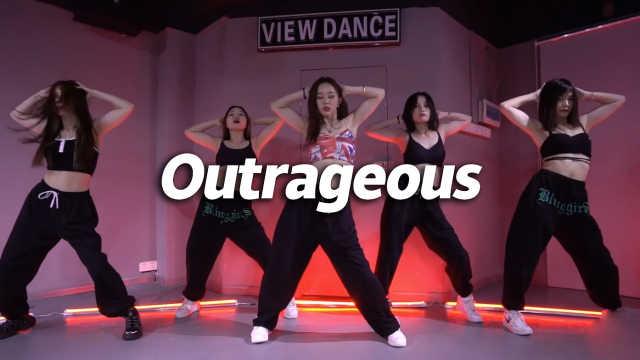 苗苗翻跳《Outrageous》,热辣自信