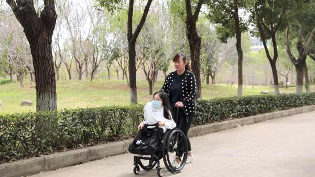 武汉脆骨病女大学生做UP主鼓励残障人士:一直走总会看到光