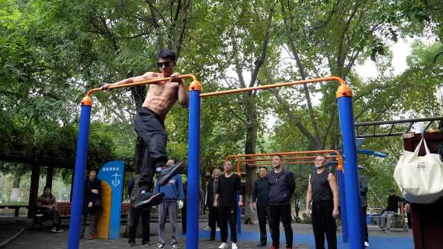 19岁小伙解锁高难度单杠技能:1个动作练2年,训练时曾被摔晕