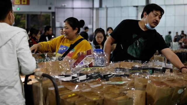 昆明有个亚洲最大的鲜花夜市:数千名花商上万人交易