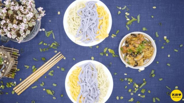 这个面条有点花:营养三彩蔬菜面
