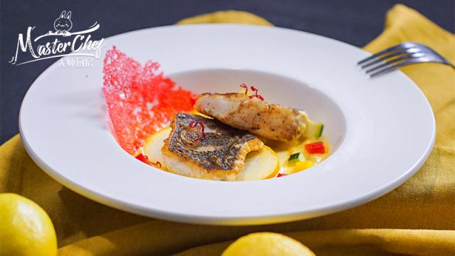 地中海香煎鲈鱼,外焦里嫩滋味鲜美