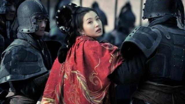 曹操霸占了关羽暗恋的女人