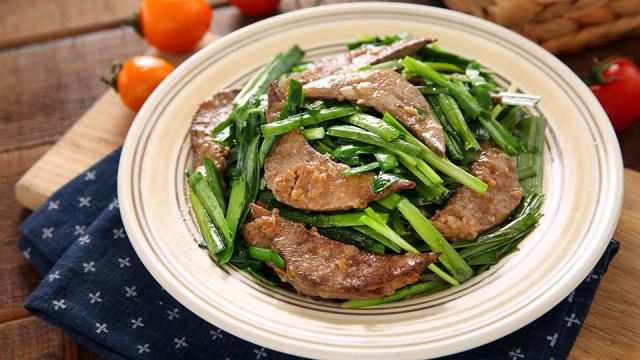 补血明目平民菜,韭菜炒猪肝