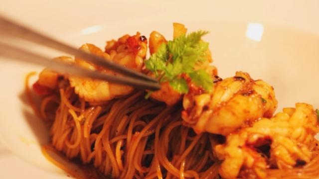 热情浪漫的龙虾面让七夕情意绵绵