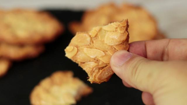 香脆可口的杏仁饼干