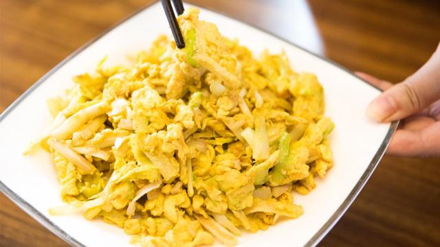 简单几步做一道鲜嫩味美的韭黄炒蛋