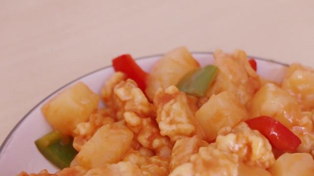 菠萝咕噜肉,酸甜有味入口香嫩