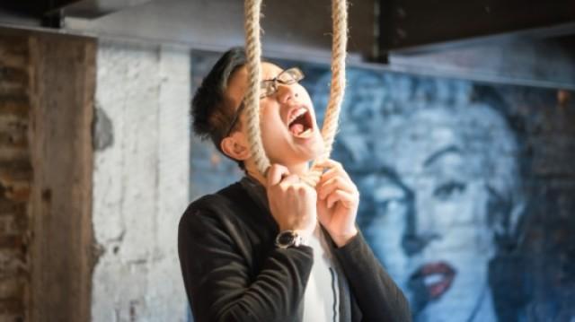 上吊时能自己挣脱绳子自救吗?