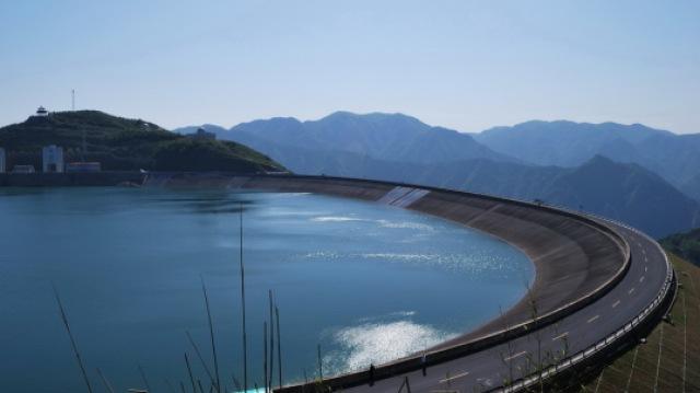 中国造世界最大核电站蓄电池