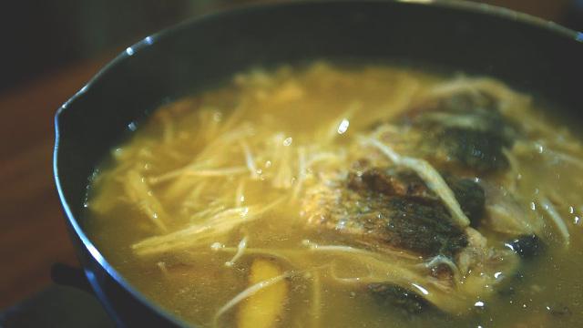 金针菇鲫鱼汤,营养滋补好味道