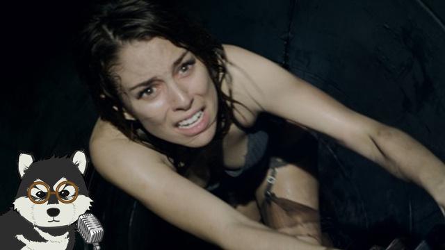 湿身美女被逼钻下水道!《酒吧》