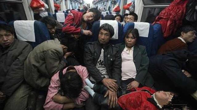 坐长途火车,被要求让座该怎么办?