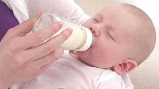 产后奶水不足?6个办法帮你解决!