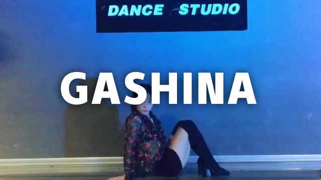 美女小姐姐翻跳宣美《Gashina》