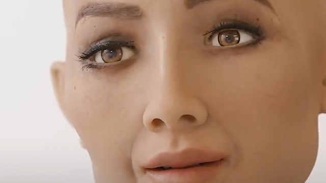 马斯克杠上沙特公民机器人索菲亚