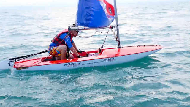 男子普吉岛帆船比赛竟输给个姑娘