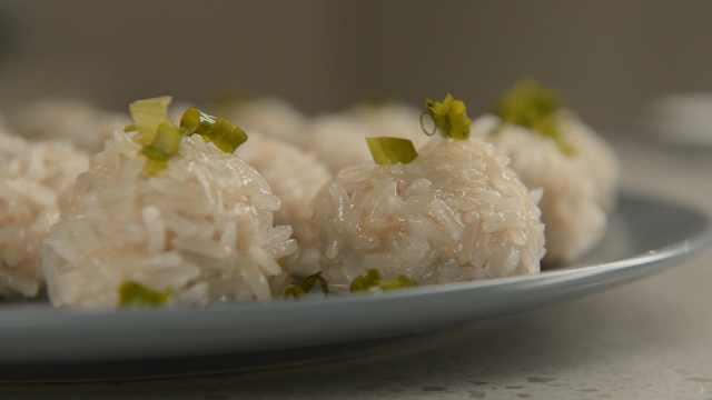 珍珠丸子:糯米配鲜肉,四季皆宜