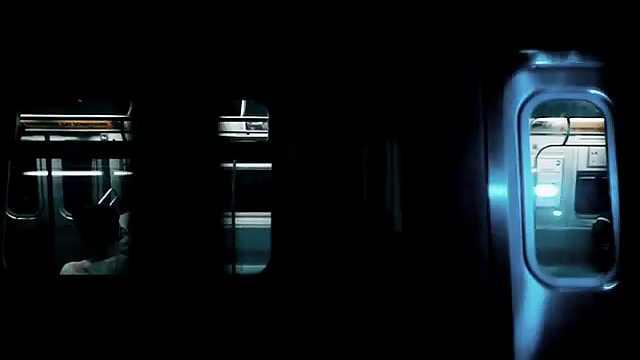时空隧道穿梭在凌晨的纽约地铁里