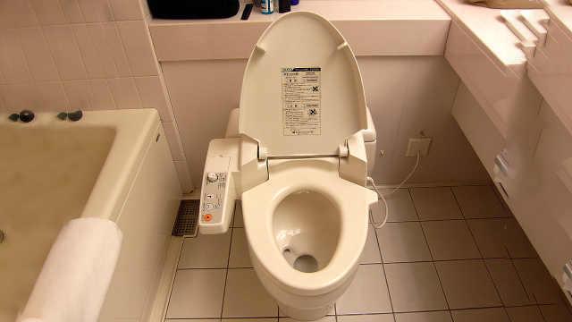 为什么日本厕所旁没有纸篓?