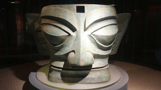全球最大的青铜面具