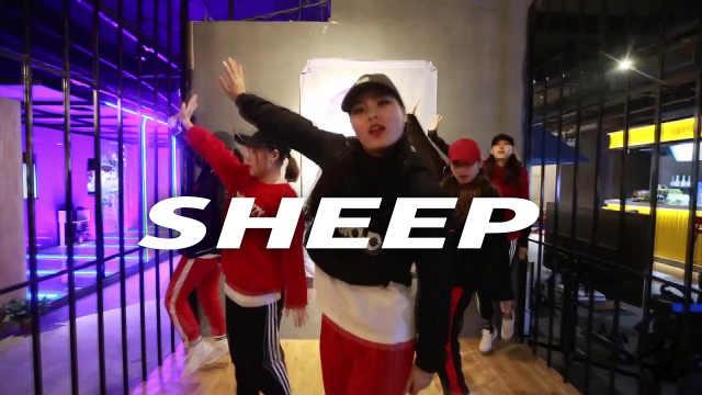 美女热舞张艺兴《SHEEP》