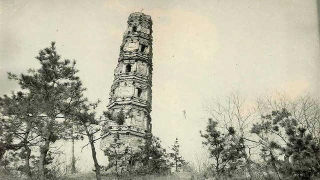 上海残破古塔严重倾斜,却千年不倒