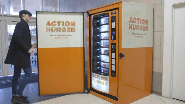 流浪者专用售货机:提供食物和衣服