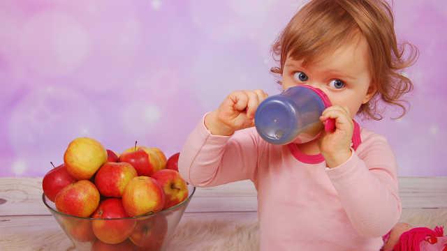 宝宝到底该不该喝果汁?