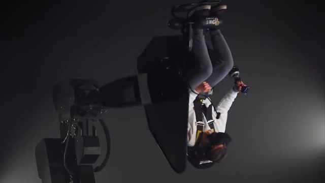 巨型VR游戏椅360°旋转提供真实体验