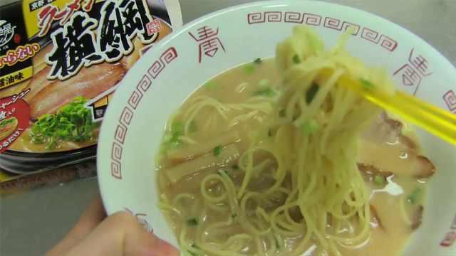 日本泡面长这样:大片大片的肉!