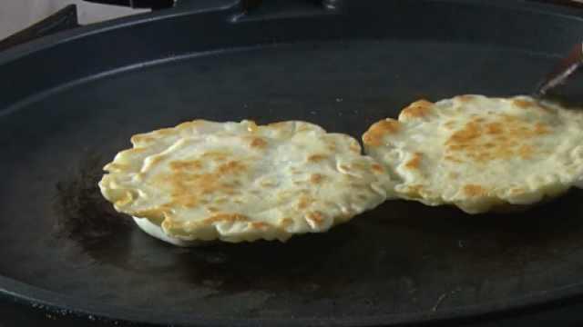 宝宝吃的鸡蛋灌饼,用饺子皮就能做